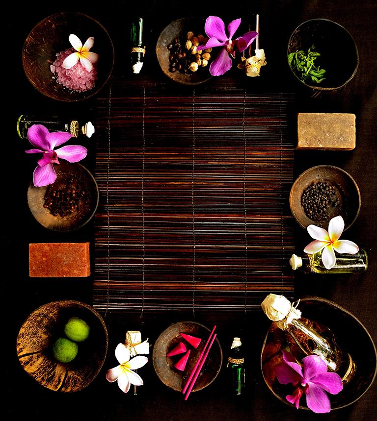 aromatherapy-full-body-massage-tropical-flowers